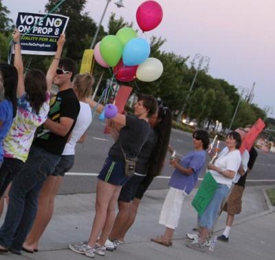gay-rights-balloons1