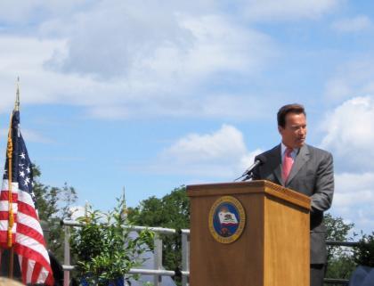 Gov. Arnold Schwarzenegger thanks veterans for their service