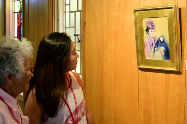 A survivor of the Tule Lake segregation center talks to her granddaughter about her experience as they view one of Michi Takemoto's paintings. Photo by Richard DuPertuis.