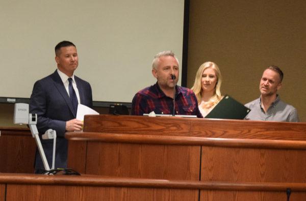 Mayor Brent Weaver, left, with Joel Taylor, Jenn Johnson and Brian Johnson of Bethel Music.